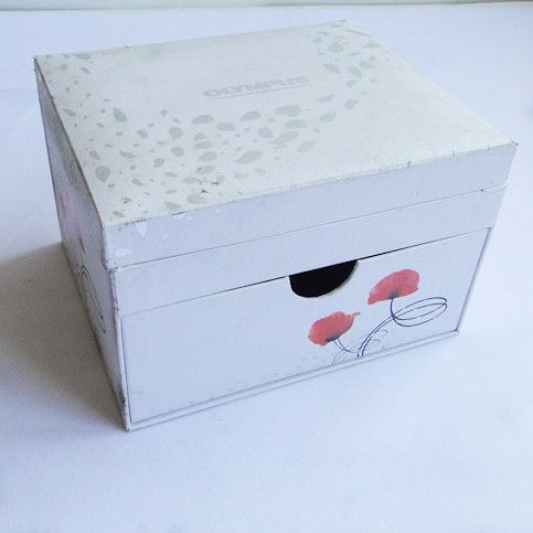 Decorative wrapping box with lid
